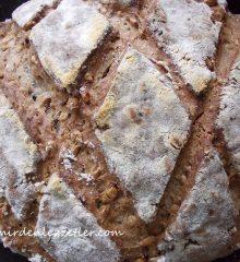 Ay Çekirdekli 7 Tahıllı Köy Ekmeği