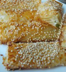 Baklava Yufkasıyla Peynirli Rulo Börek