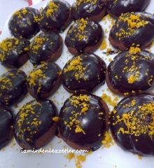 Çikolata Soslu Çikolata ve Portakallı Kurabiye